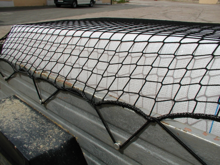 Synthetic fiber net PP knitted black 45/2,3 with surrounding cord incl. rubber rope containers skips